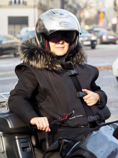 taxi moto fournit un gilet airbag ses passagers taxi moto paris. Black Bedroom Furniture Sets. Home Design Ideas